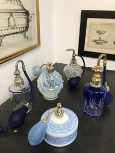 Vaporisateurs en cristal, porcelaine de Limoges et verre