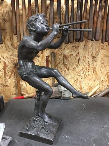 Statuette en bronze patiné